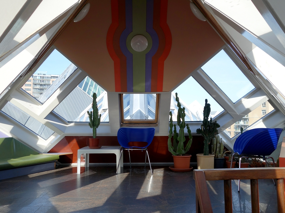 Cube houses controversial design by architect piet blom for Cube interiors