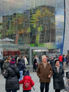 Foreign tourists in 'de Markthal'