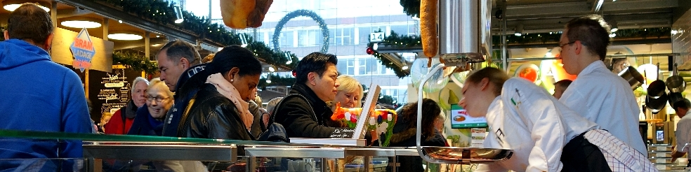 tourists from many different countries at 'de Markthal'