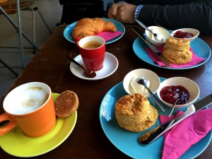 Urban Bakery Rotterdam table coffee and scones