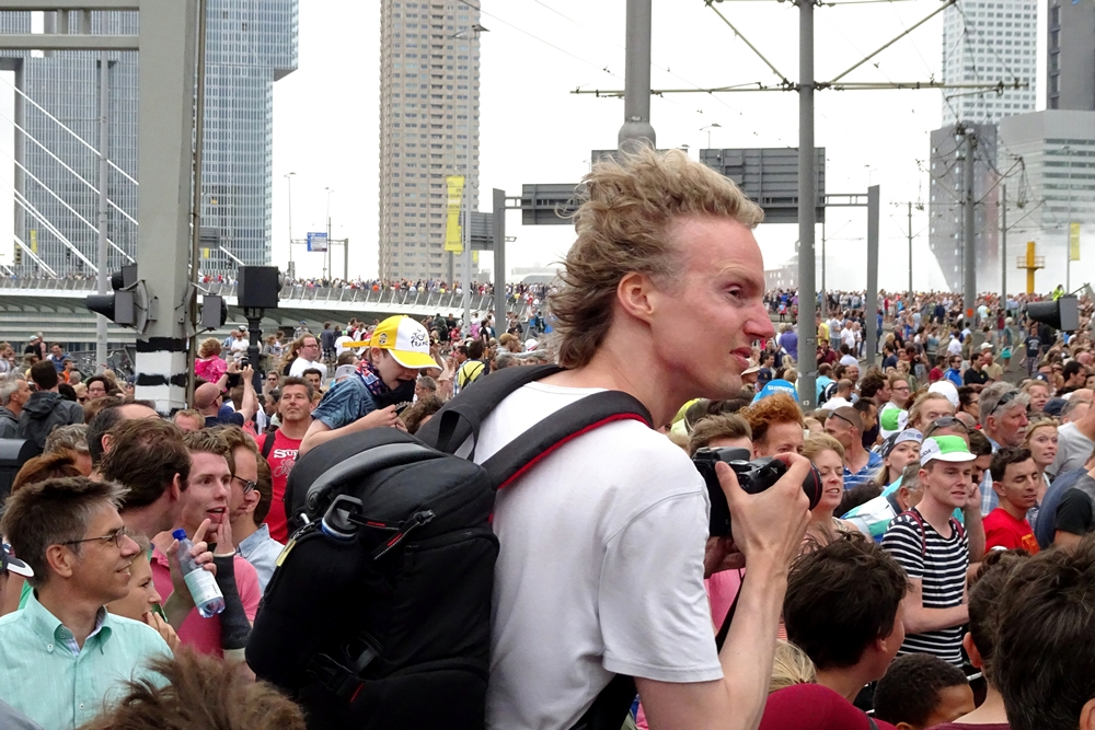 people exited about passing tour de france runners 2015 Rotterdam city
