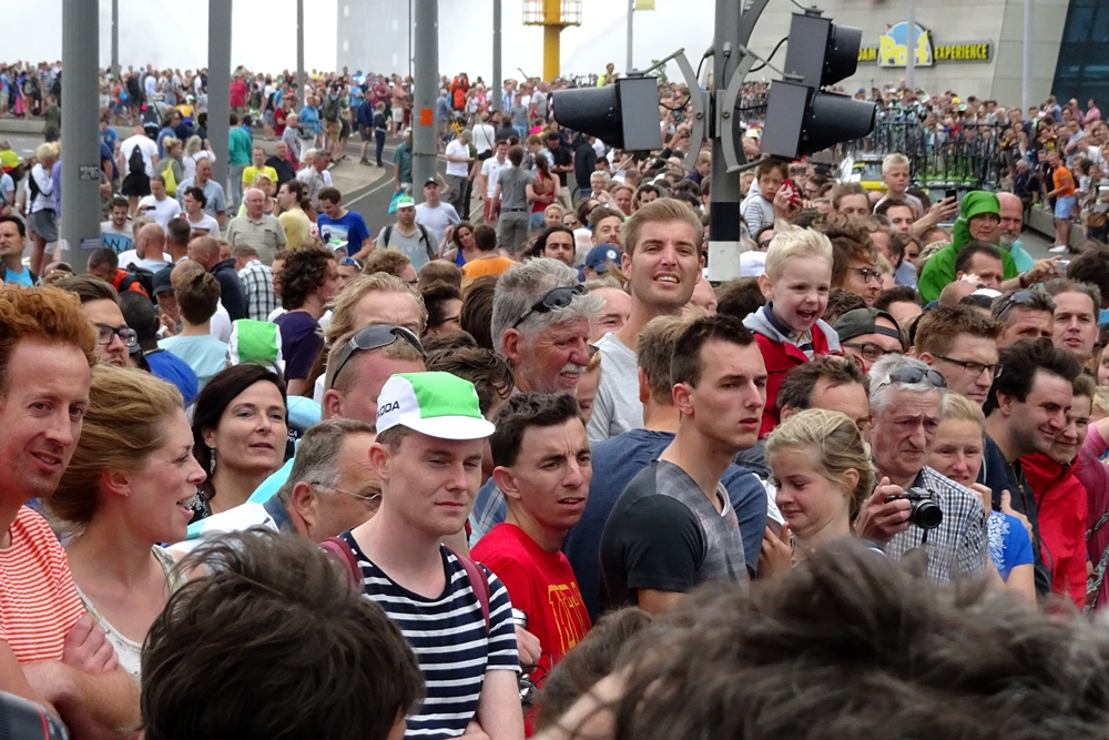 crowd Erasmusbrug watching cyclists Tour de France 2015 Rotterdam