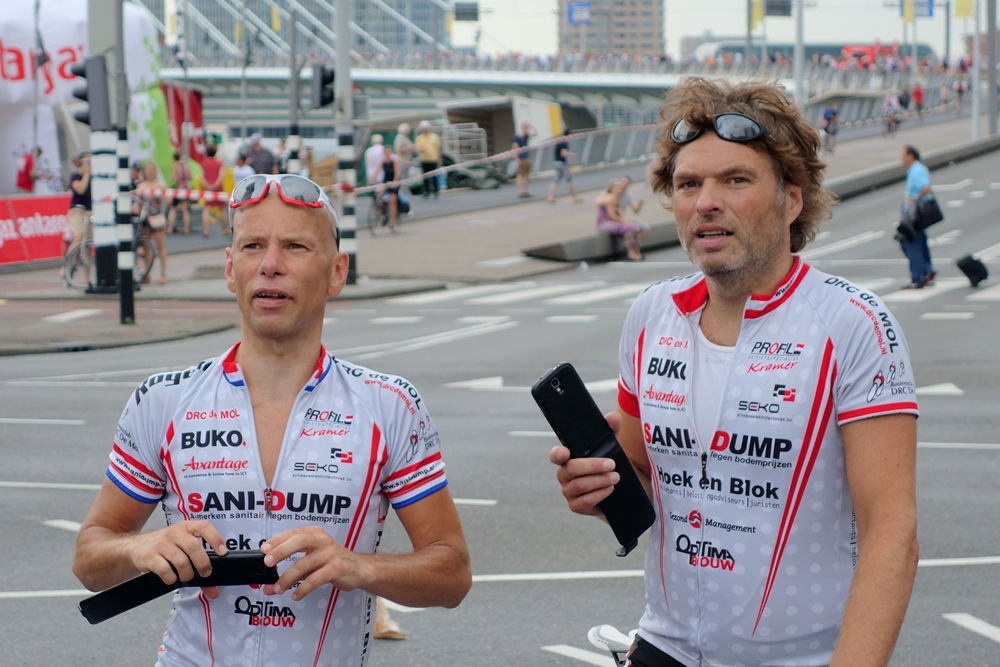 amateur cyclists watching Tour de France 2015 Rotterdam Erasmus Bridge