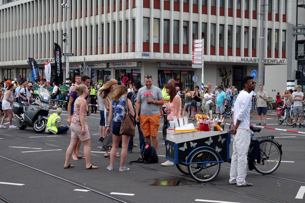audience wating for Tour de France 2015 Rotterdam city
