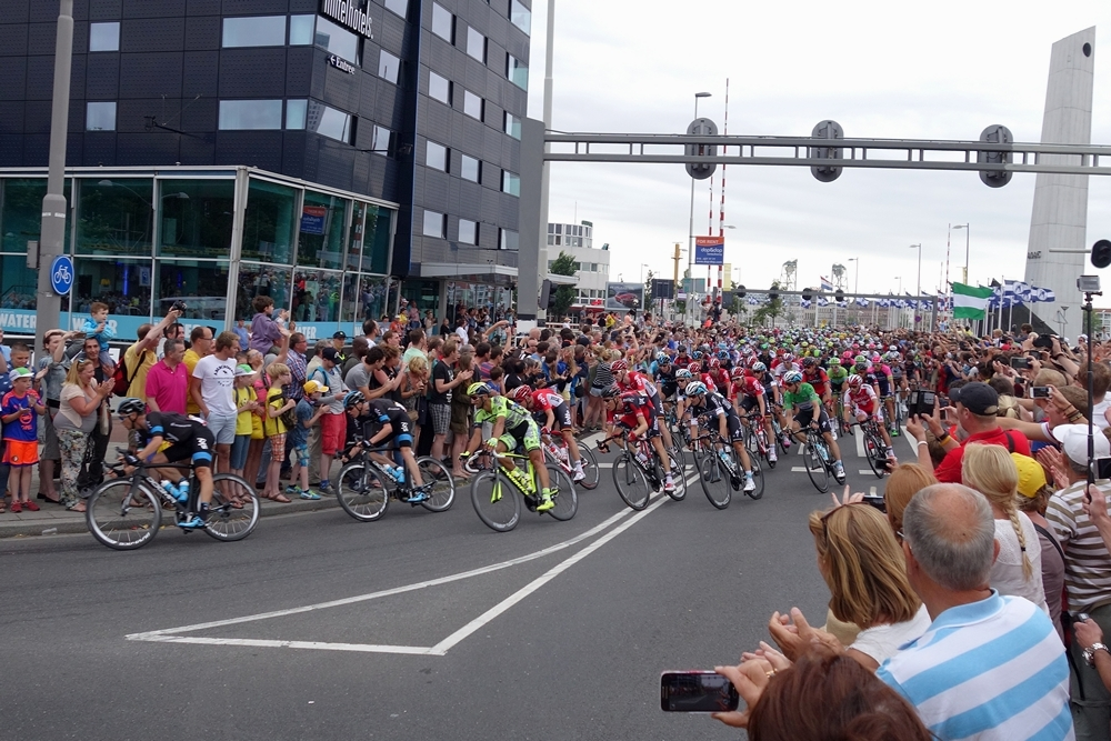 Tour 2015 Peloton leaving Maasboulevard Rotterdam City