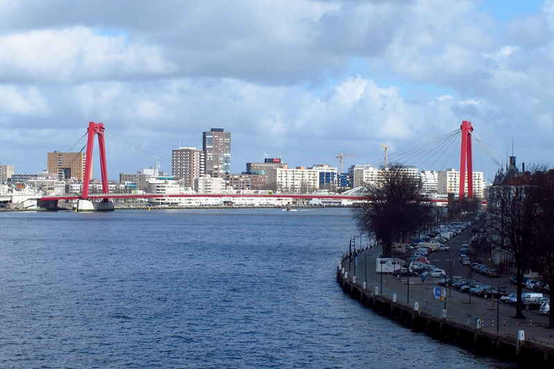 Willemsbrug connecting downtown Rotterdam to South Bank